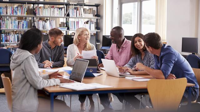 Van reisagent naar docent; is omscholen in coronatijd een goed idee?