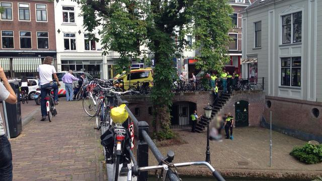 Verwarde vrouw verwondt zichzelf met mes op Twijnstraat