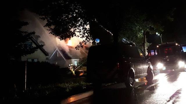 Brandweer redt man en hond uit brandende woning in Boskoop