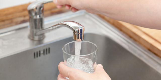Waarom flessenwater kopen als er goedkoop drinkwater uit de kraan komt?