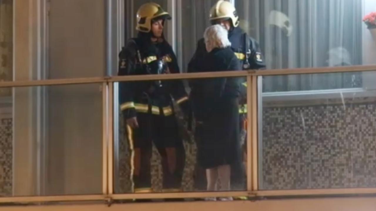 Brandweer ontruimt flat in Leiden