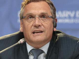 Secretaris-generaal van wereldvoetbalbond onderzoekt of er draagvlak voor hem bestaat