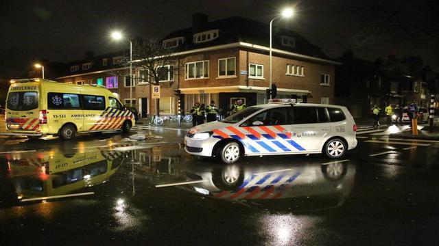 Twee zwaargewonden door botsing tussen motor en auto in Schilderswijk