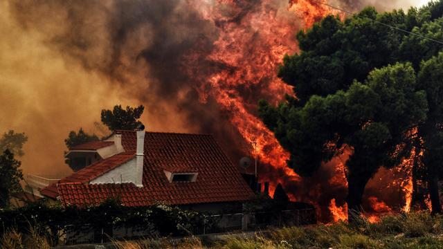 Meer dan twintig doden door hevige bosbranden in Griekenland