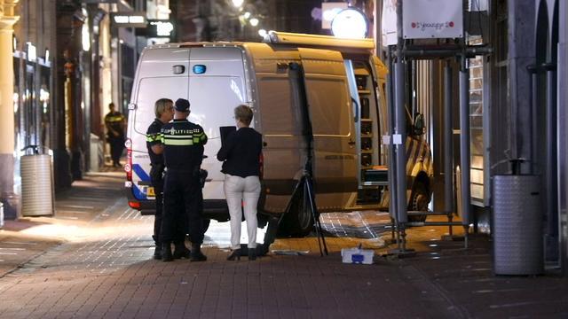 Politie doet onderzoek in Amsterdam na vondst verdacht pakketje