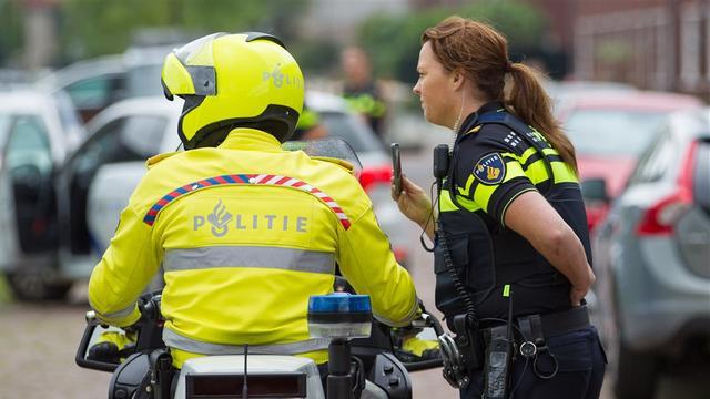 Politie schrijft 94 bekeuringen uit tijdens bromfietscontrole Rotterdam