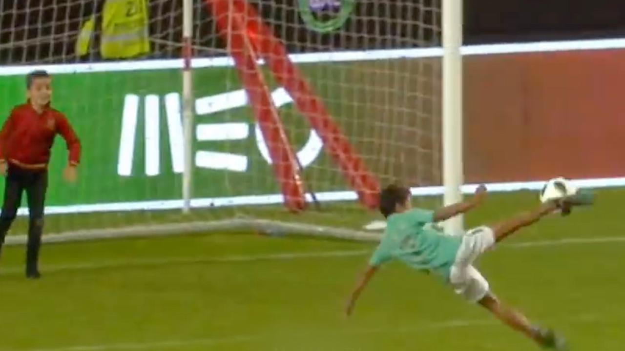 Ronaldo junior (7) scoort met omhaal in vol stadion na interland