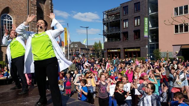 1.200 kinderen gaan in Etten-Leur move tegen pesten dansen
