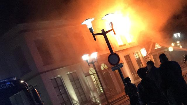 Voormalig gemeentehuis Wolvega verwoest door brand