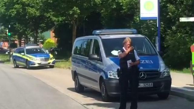 Duitse politie zet omgeving rond bus van steekpartij af