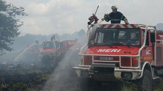 Brandweer heeft bosbrand bij Bordeaux nog niet onder controle