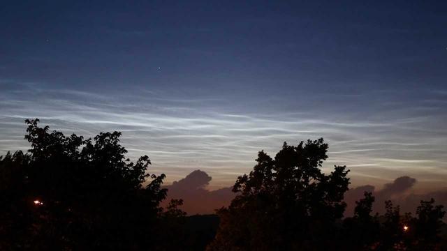 Zeldzame 'lichtende nachtwolken' boven Nederland