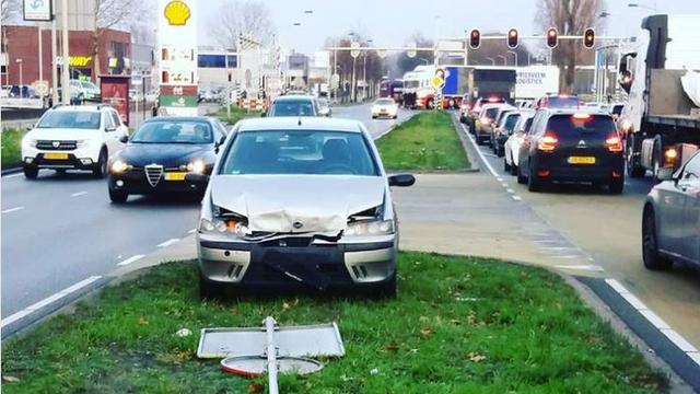 Politie onderzoekt aanrijding op Backer en Ruebweg