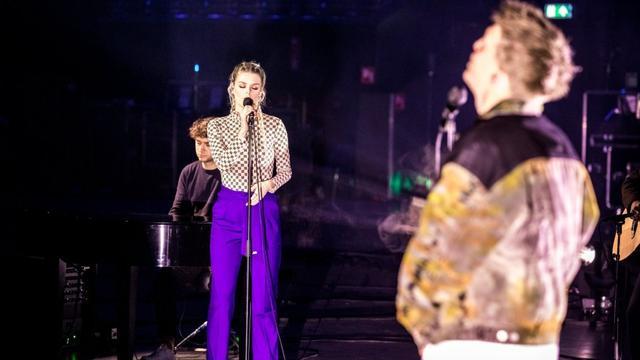 Davina Michelle en rapper Snelle maken hit vanuit een lege concertzaal