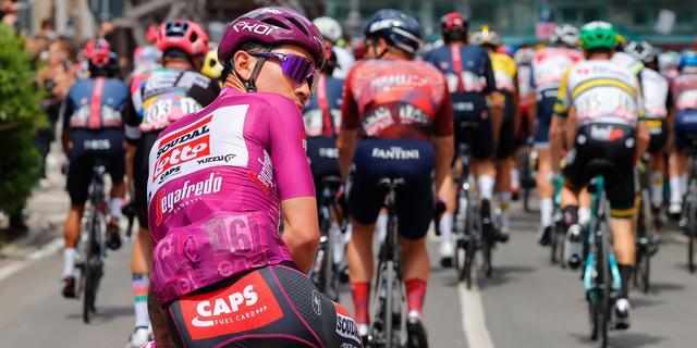 Ewan na kritiek op vroege opgave in Giro: 'Jammer dat jullie zo denken'