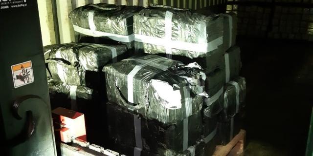 Medewerkers van bedrijf in Roosendaal treffen 750 kilo cocaïne aan