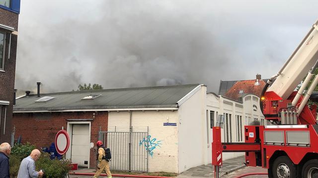 Korte tijd brand bij Knol's Koek aan Hoendiep in Groningen