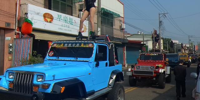 Vijftig paaldanseressen op Taiwanese begrafenis