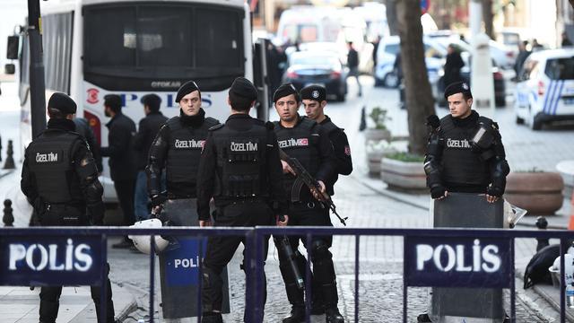 Vrouwen vallen politiebureau aan in Istanbul