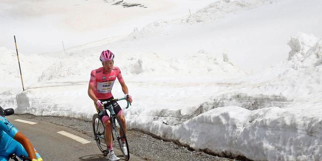 Kruijswijk houdt breukje in rib over aan valpartij in Giro