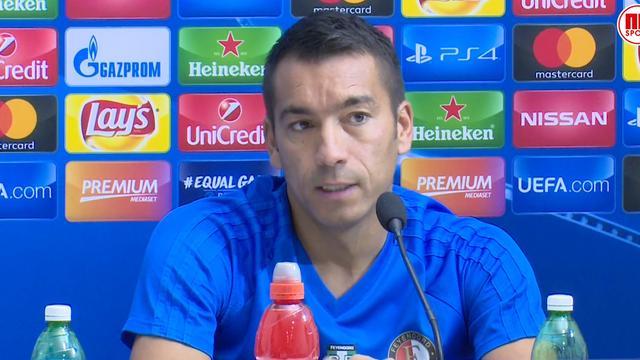 Van Bronckhorst overweegt systeem Feyenoord om te gooien tegen Napoli
