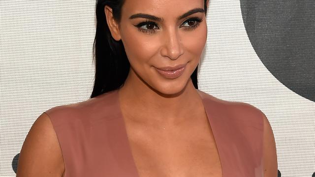 Kim Kardashian noemt geruchten over tweeling 'idioot'