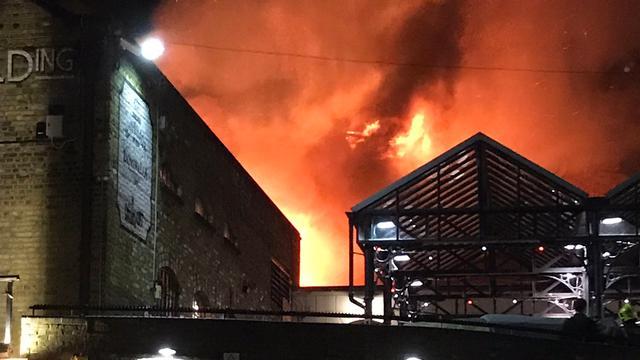 Grote brand in overdekte markt Noord-Londen