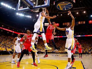 Stephen Curry eist met 33 punten opnieuw hoofdrol voor zich op