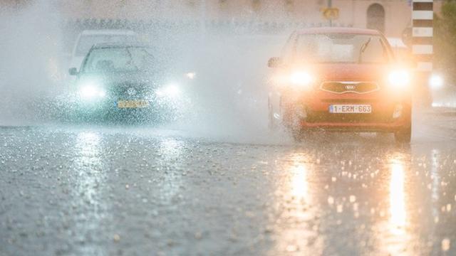 Zomerse regen verrassend constant, maar valt vaker in één keer