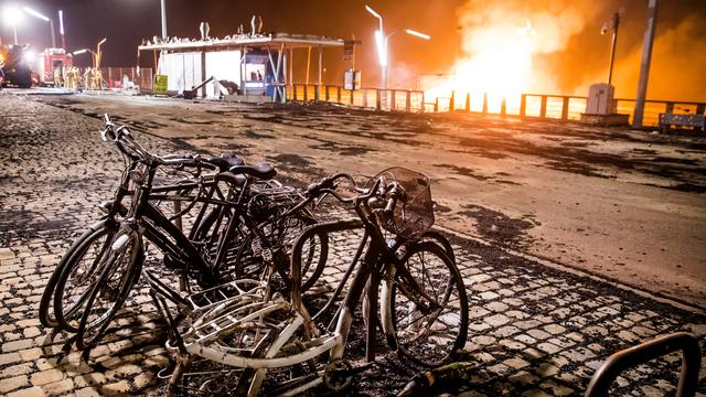 Waarom Den Haag niet optrad tegen de vreugdevuren