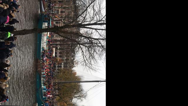 Sinterklaas en zijn Pieten komen aan in Groningen