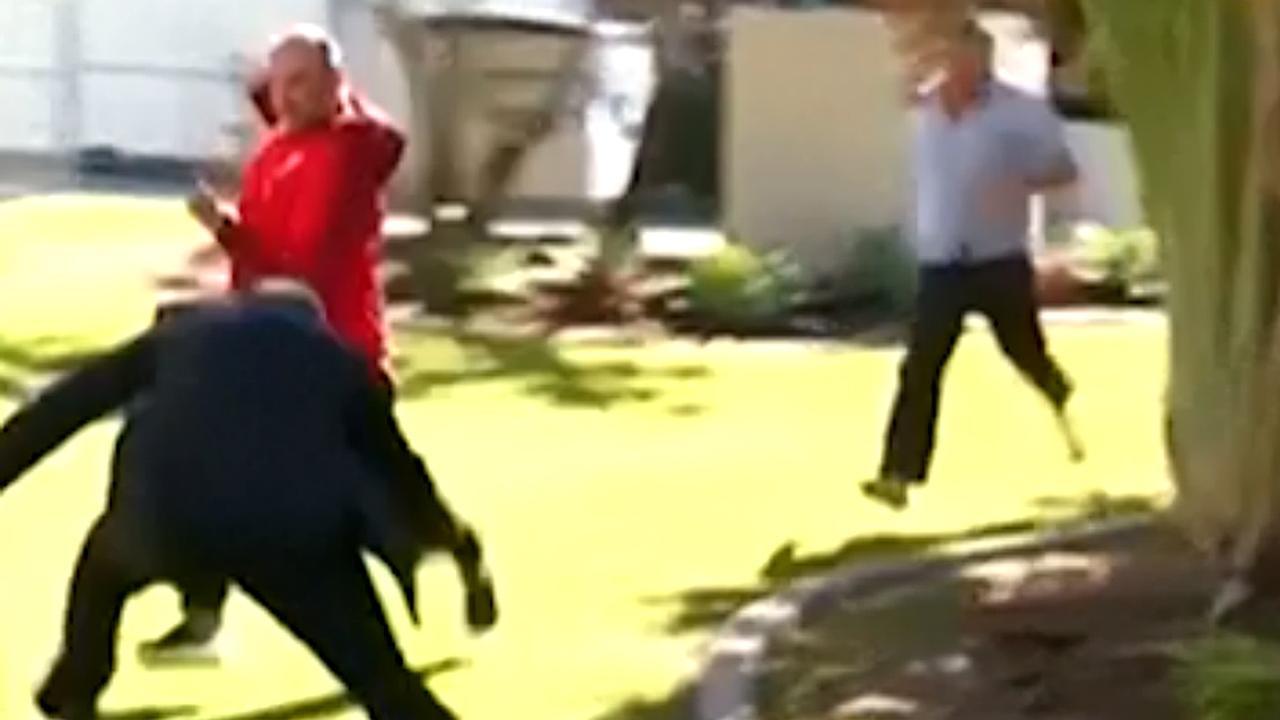 Australische agent tackelt verdachte tijdens interview
