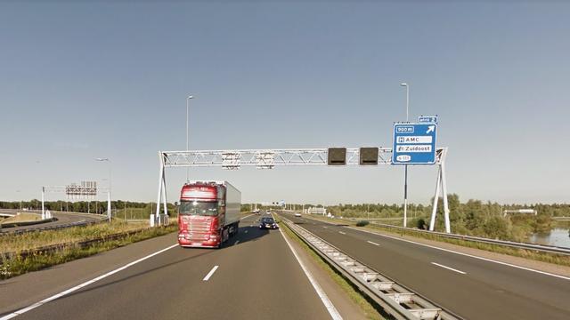 A9 bij knooppunt Holendrecht tijdelijk afgesloten door ongeluk
