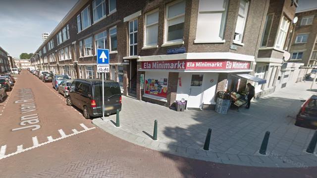 Man overvalt supermarkt op Jan van Rodestraat in Moerwijk-Noord