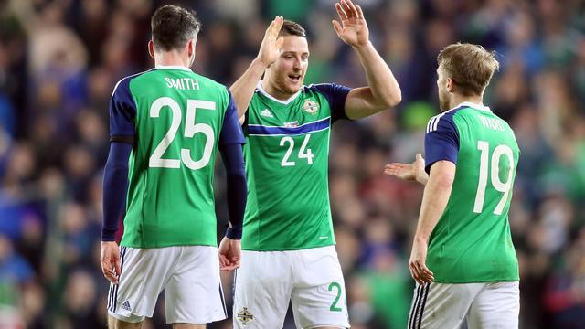 EK-debutant Noord-Ierland vestigt record door zege op Slovenië