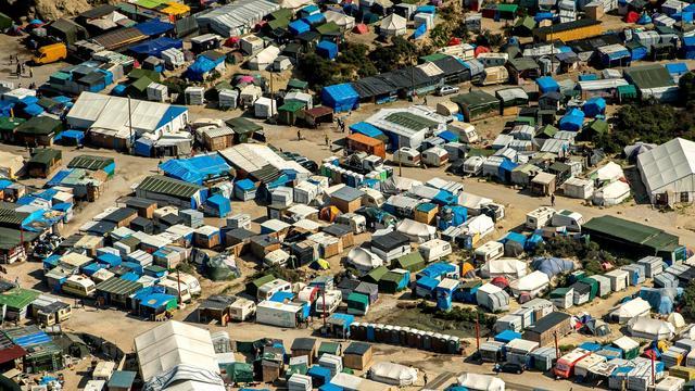 Frankrijk gaat vluchtelingenkamp Calais geleidelijk ontmantelen