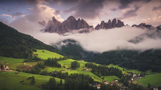 Man maakt prachtige drone- en timelapsevideo van Italiaanse Alpen