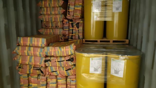 De pakketten zaten verstopt in containers gevuld met bananenpuree.