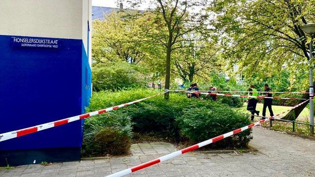 Verwarde man (23) overleden nadat politie hem neerschoot in Amsterdam