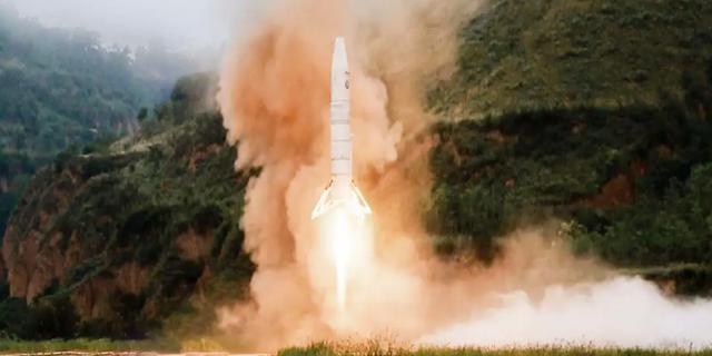 Chinees ruimtebedrijf laat relatief kleine raket opstijgen en landen