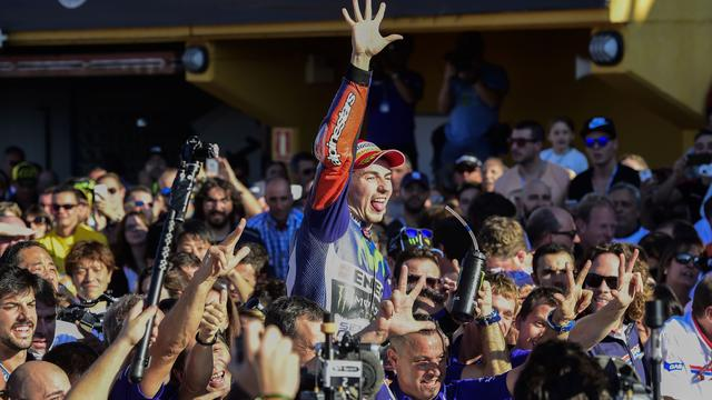 Lorenzo verovert titel MotoGP ten koste van Rossi