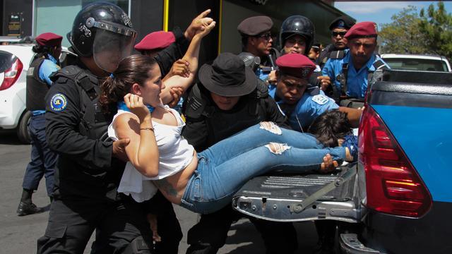 Politie Nicaragua pakt ruim honderd mensen op na opgelaaide protesten