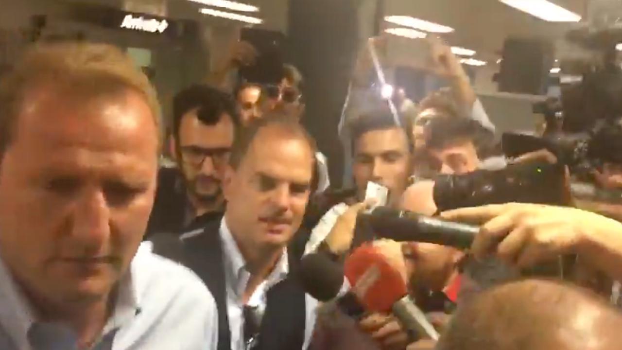 Frank de Boer arriveert op luchthaven van Milaan