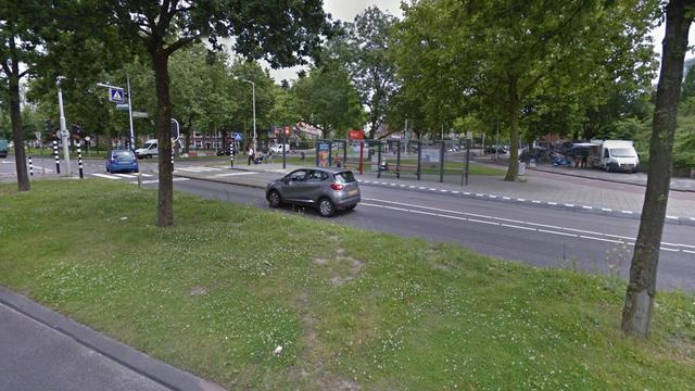 Bus botst met personenauto op Lammenschansweg