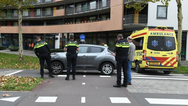 Fietser aangereden door auto bij rotonde Europaplein