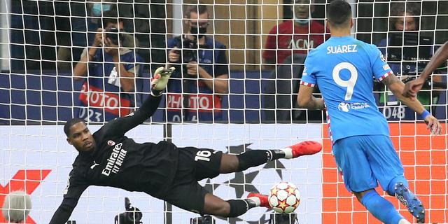 Suárez redt Atlético met rake penalty in 97e minuut, Liverpool klopt Porto