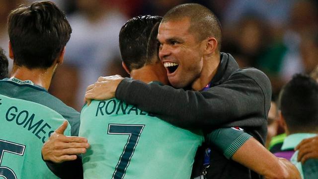 Pepe hervat training bij Portugal richting EK-finale