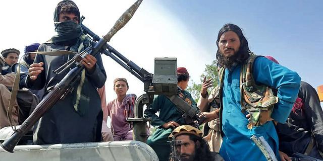 Taliban tonen opgehangen lijken van ontvoerders op stadspleinen Herat