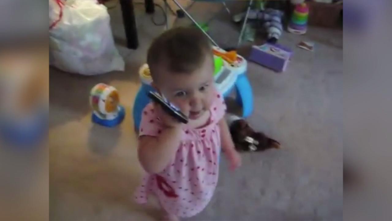 Meisje heeft heel belangrijk telefoongesprek