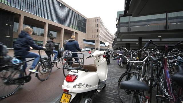NS test in- en uitcheckzone in fietsenstalling Belcrum bij station Breda
